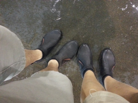 Covered footwear to prevent itch from fish water