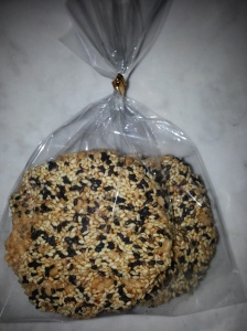 Rice Crispy with black and white sesame and honey