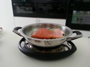 salmon on broccolli